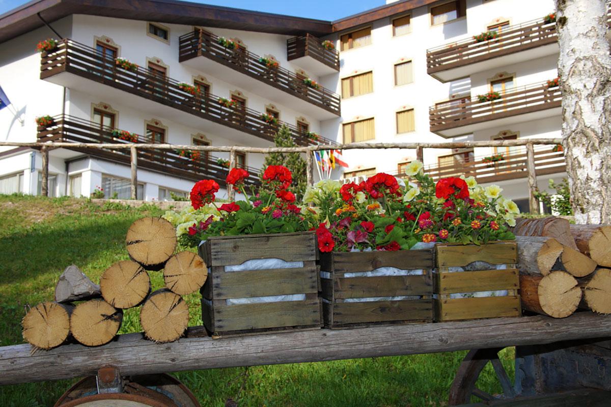 http://www.splendidhotelandalo.it/wp-content/uploads/2016/11/splendid-hotel-andalo-estate3.jpg